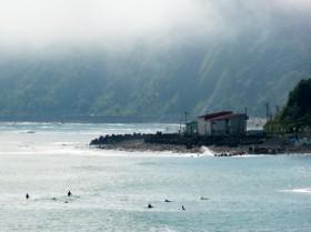 フンベ海岸のサーファーたち